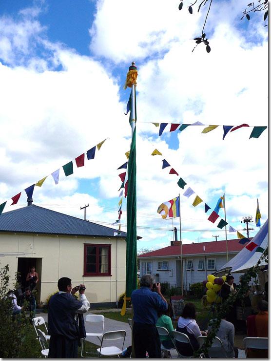 http://www.palpung.org.nz/palpung_gisborne_announcements/gisborne-opening-ceremony-flag.jpg